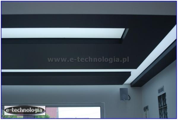 натяжной потолок на потолке