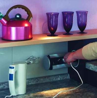 EVOline, Schulte Elektrotechnik - gniazdo zasialjące, Evoline Power Port zamontowany w blacie w kuchni